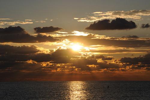 雲間から陽光