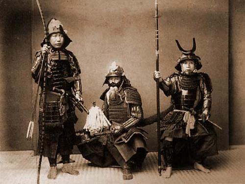 明治時代に撮られた甲冑を着た人の写真