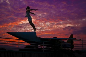 夕焼け空と人の画像