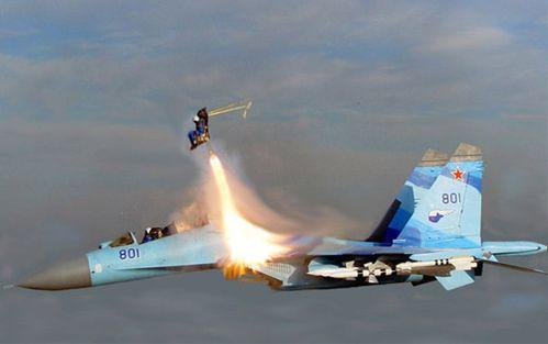 戦闘機パイロット 脱出