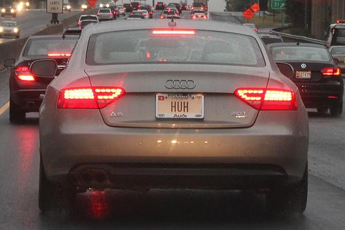車を後ろから見たところ