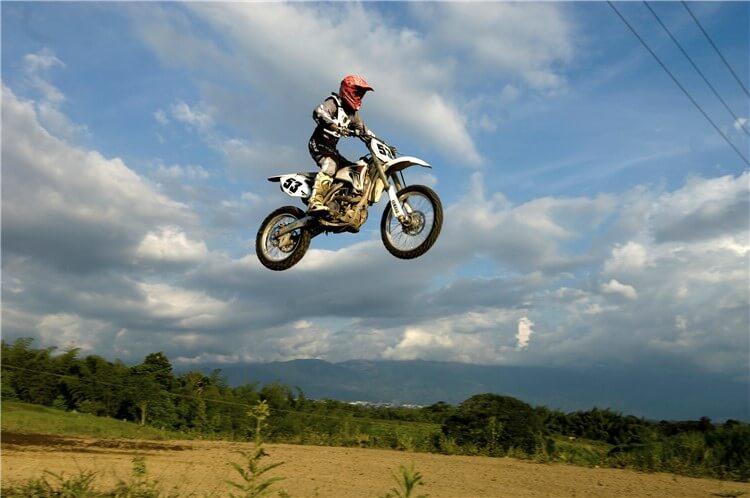 空飛ぶバイク