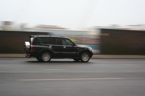 黒いSUV車