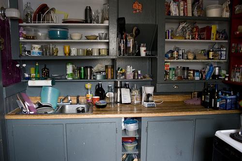 散らかったキッチン