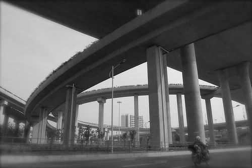 高速道路の高架下