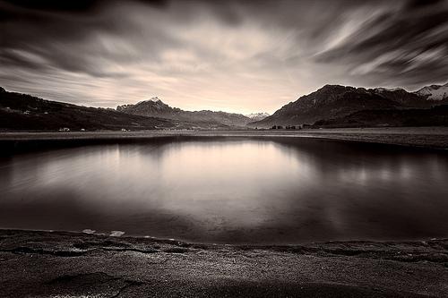 湖 モノクロ