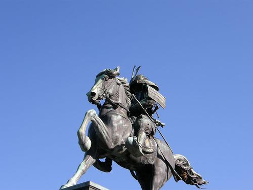 武士の彫刻