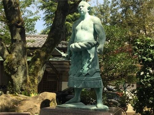 千代の富士 銅像