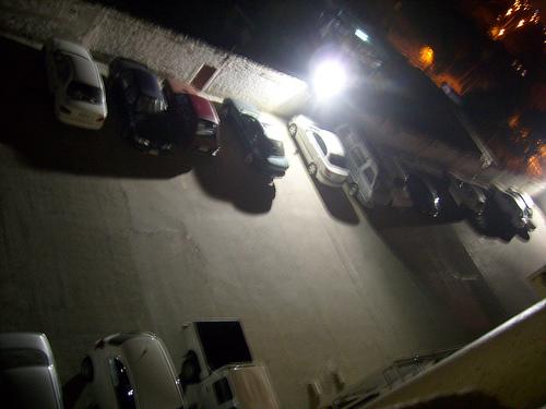 夜の駐車場